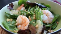 Southeast Asian shrimp and grapefruit salad