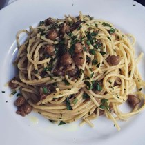 Spaghetti with crispy chickpeas and preserved lemon