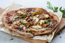 Spelt pizza with Gorgonzola, walnut and pears