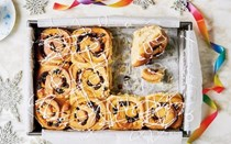 Spiced and fruity stollen buns