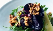 Spicy beetroot, leek & walnut salad