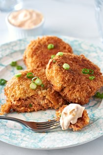 Spicy canned salmon cakes