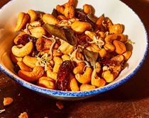 Spicy cashew-lemongrass snack mix