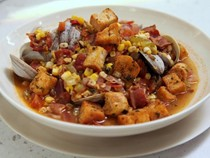 Spicy clam & corn chowder with croutons
