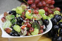 Spicy pickled grapes (Grapes chow)
