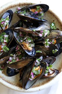 Steamed mussels with piri piri