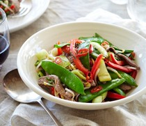 Stir-fried beef with chilli & kaffir lime