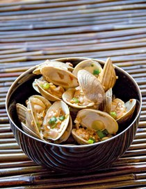Stir-fried clams