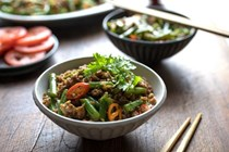 Stir-fried green beans with pork and chiles