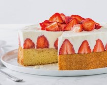 Strawberries and cream cake [whipped cream filling]