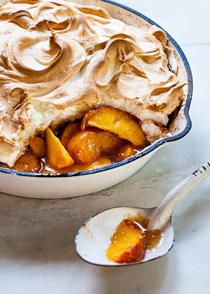 Summer peaches with baked meringue