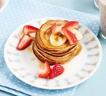 Three-minute blender banana pancakes