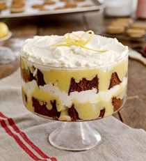 Tipsy gingerbread trifle with lemon curd and whipped cream