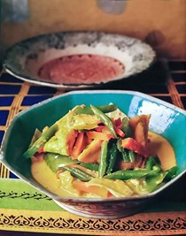 Tofu and summer vegetables in coconut milk (Sayur lodeh)