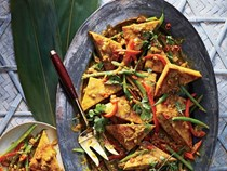 Tofu curry with lemongrass and chile