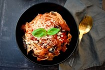 Tomato & roasted red pepper vegan pasta sauce