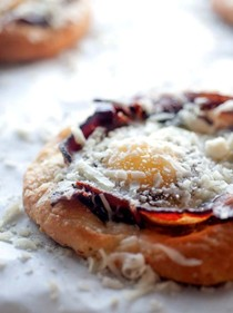 Tomato and cheddar breakfast pizzas