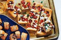 Tomato focaccia with balsamic vinegar and goat's cheese