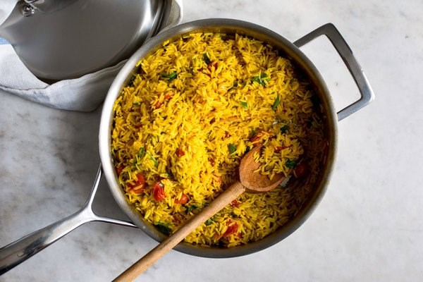 Turmeric rice with tomatoes