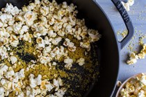 Vegan 'cheesy' popcorn