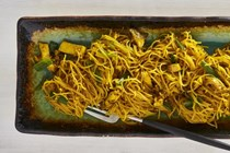 Vermicelli noodles with turmeric and tofu