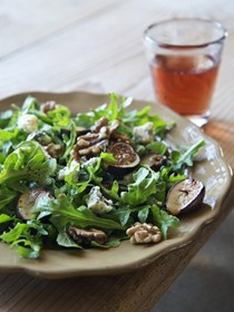 Warm fig and arugula salad