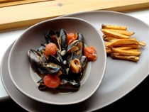 West African inspired mussels